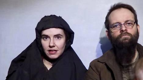 Yhdysvaltalainen Caitlan Coleman (vas.) ja hänen kanadalainen miehensä Joshua Boyle esiintyivät videolla joulukuussa 2016.
