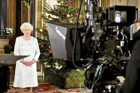 Englannin kuningatar Elisabet nauhoitti joulupuheensa Buckinghamin palatsissa.