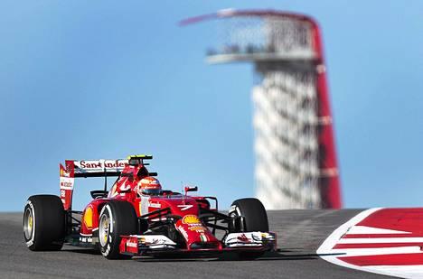 Ferrarin Kimi Räikkönen radalla Yhdysvaltain GP:n harjoituspäivänä Austinissa perjantaina.