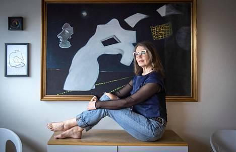 Aalto-yliopistossa taiteen tohtoriksi väitellyt Pia Tikka vaihtoi elokuvat tutkimukseen, kun ihmisen mieli alkoi kiinnostaa häntä.