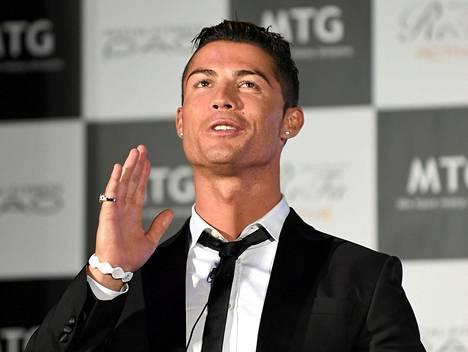 Cristiano Ronaldo mustelee lämmöllä aikaansa Manchester Unitedissa.