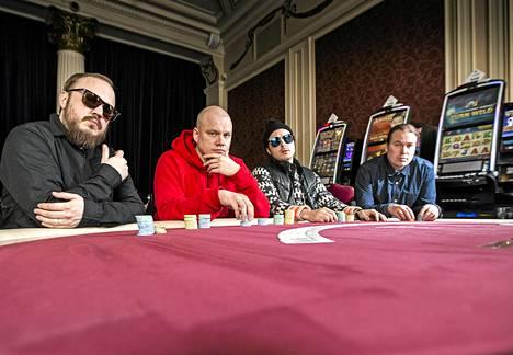 Teflon Brothersin Pyhimys (vas.), Sahamies, Voli ja Heikki Kuula olivat kesällä suomalaisten musiikinkuuntelijoiden suosiossa.