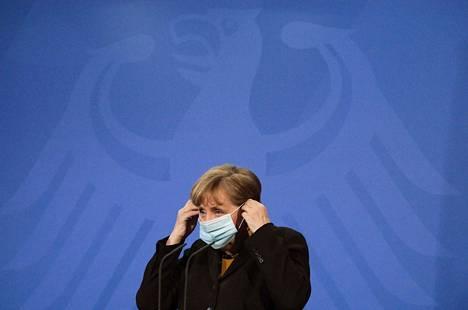 Saksan liittokansleri Angela Merkel haluaa tartuntatautilakiin muutoksen, joka vähentää osavaltioiden päätösvaltaa pandemiassa.
