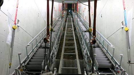 Finnoon liukuportaiden asentaminen aloitettiin lokakuussa.