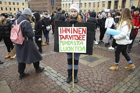 Yksi marssijoista oli Elli-Ilona Hyry Suutarinkylän peruskoulusta. Nuorisobarometrin mukaan ilmastonmuutos on suomalaisten nuorten suurin huolenaihe.