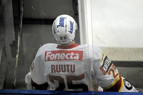 Jarkko Ruutu on istunut tällä kaudella tiuhaan jäähyaitiossa.