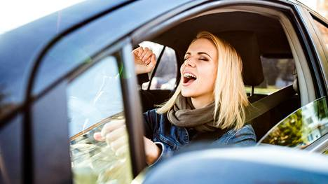 Autossa saa laulaa rauhassa.