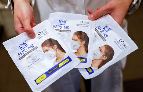 A pharmacy employee unveiled FFP2 filtration power face masks in Berlin on Tuesday.