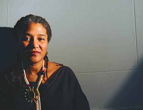 Lynn Nottagen näytelmien keskeiset henkilöhahmot ovat usein afroamerikkalaisia naisia.