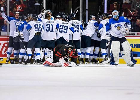 Kanadan maalivahti Michael DiPietro vajosi polvilleen, kun Suomen nuorten jääkiekkomaajoukkue otti isäntämaasta 2–1-voiton torstaiaamuna Suomen aikaa.