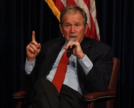 Yhdysvaltain entinen presidentti George W. Bush onnitteli Joe Bidenia presidentinvaalien voitosta sunnuntaina puhelimitse. Kuvassa Bush vuonna 2017.