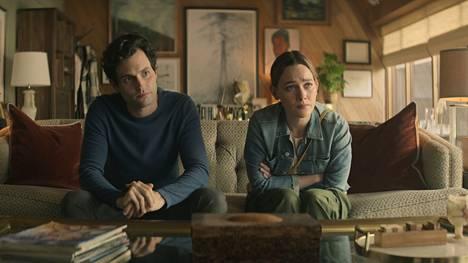 Netflix-trillerin kolmannella tuotantokaudella Joe Goldberg (Penn Badgley) ja Love Quinn (Victoria Pedretti) muuttavat kuvitteelliseen Madre Lindan kaupunkiin.