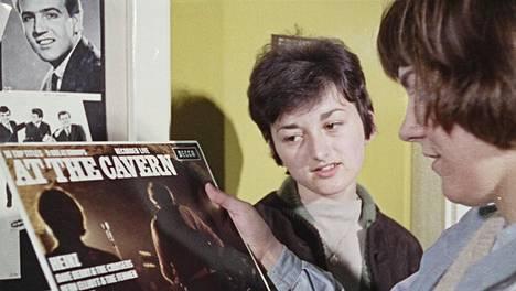 Cavern Clubin keikkoja taltioitiin myös levylle. Kuvan At the Cavern julkaistiin ensimmäisen kerran vuonna 1964.