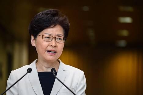 Hallintojohtaja Carrie Lam puhui tiedotustilaisuudessa 27. elokuuta.