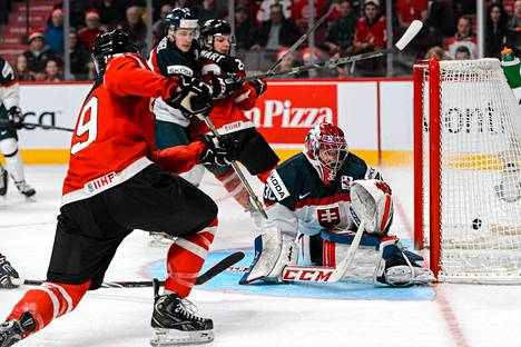 Kanadan Robby Fabbri ohitti Slovakian maalivahdin Denis Godlan kahdesti.