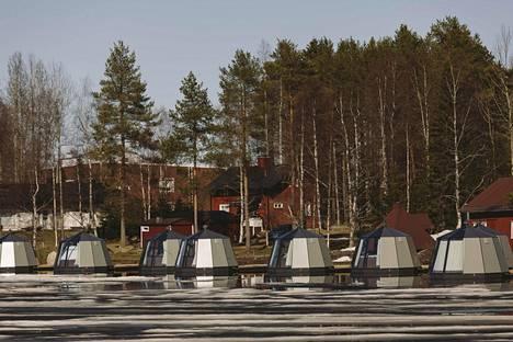 Auvo Leppänen aloitti iglujen vuokraamisen joulukuun alussa, ja alkukuukaudet iglut olivat täynnä. Neljässä päivässä koko varauskalenteri tyhjeni, kun korona saavutti Suomenkin.