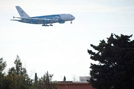 Eteläranskalaiselle Istres-Le Tuben sotilaslentokentälle laskeutui evakuointilentokone 2. helmikuuta, jolloin toinen Wuhanista eurooppalaisia tuova lento saapui Ranskaan.