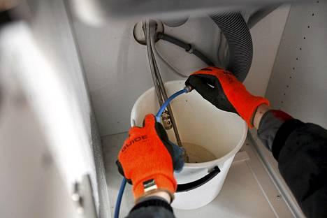 Vesiputkien jäätyminen on talvisin iso ongelma monissa taloyhtiöissä.