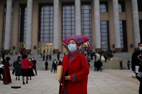Kiinan kansankongressin kokouksessa nähtiin perjantaina myös vähemmistökansojen edustajia.