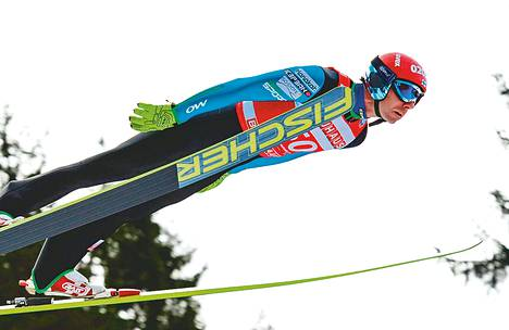 """Janne Ahonen sijoittui Saksan osakilpailussa hienosti viidenneksi. """"Sedät jaksavat heilua"""", Ahonen totesi."""