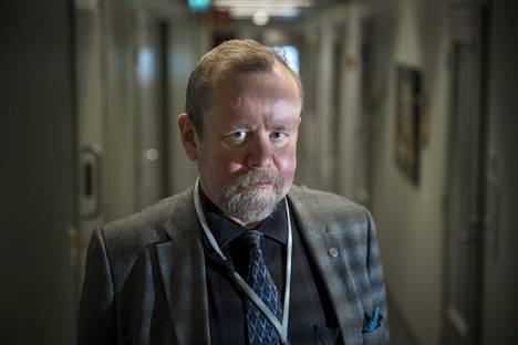 Humanististen tieteiden ja luonnontieteiden yhdistäminen on ollut selkeä johtotähti urallani, Psykiatrisen vankisairaalan vastaava ylilääkäri Hannu Lauerma sanoo.