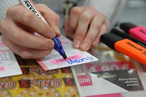 Games are important to the R-kiosk.  Merchant Riikka Halttunen writes a Eurojackpot sample coupon.