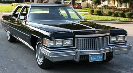 Vuoden 1975 Cadillac Fleetwood.