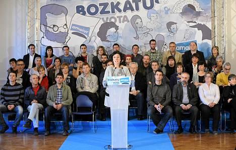 Amaiur-puolueen Maite Arostegi osallistui vaalitilaisuuteen San Sebastiánissa perjantaina. Julisteen teksti kehottaa äänestämään sekä baskin, että espanjan kielellä.