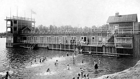 Humallahden uimalaitos 1920-luvulla.