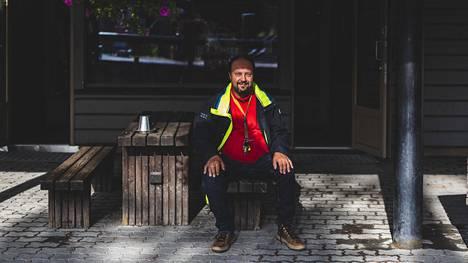 Yrittäjä Petri Hoikalla on Joulupukin pajakylässä Napapiirillä kolme matkamuistomyymälää, joiden asiakkaista lähes kaikki ovat ulkomaalaisia. Matkustusrajoitusten höllentäminen on Hoikan mielestä askel oikeaan suuntaan. Koronapandemia aiheuttaa Lapin matkailuun kahden vuoden mittaisen taantuman, Hoikka uskoo.