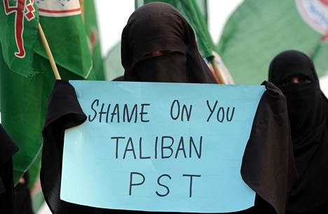 Pakistanilainen mielenosoittaja vaati talebankapinallisia häpeämään Islamabadissa sunnuntaina.<BR/>
