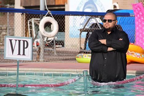 Maksaisitko ekstraa uima-altaan VIP-alueesta?