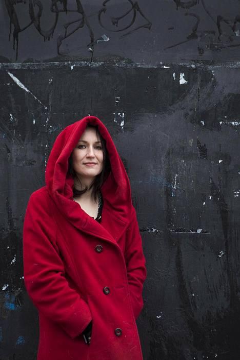 Tiina Raevaaran uusi kirja Korppinaiset jatkaa edellisen romaanin tarinaa