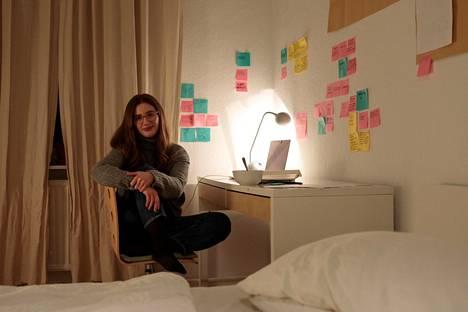 Katharina Berr etsii herkeämättä omaa vuokra-asuntoa kalliin sovelluksen avulla eikä ole yli sadasta yhteydenotosta huolimatta vielä löytänyt omaansa.
