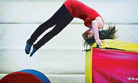 Lasten ja nuorten kuntoklubi Gymi aloittelee syyskauttaan, johon kuuluu monenlaista lajivaihtoehtoa sirkuksesta musiikkiliikuntaan. Tänään pääsee kokeilemaan temppuratoja ja telineitä Herttoniemen (Insinöörinkatu 2) ja Niittykummun (Riihitontuntie 14, Espoo) toimipisteissä kello 17–19. Vapaa pääsy.