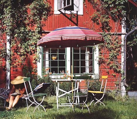 Villa Hålvikin kesänviettoa 1970–80-luvuilla.