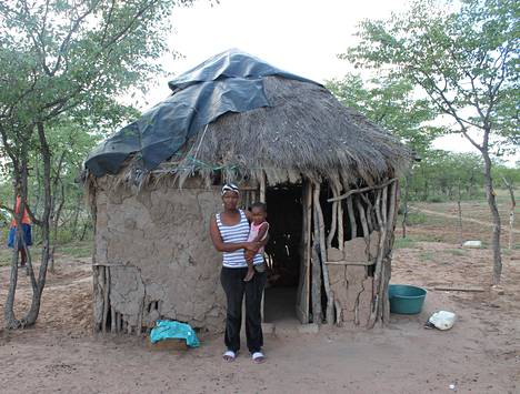 Lerato Majase and his daughter Brilliant in front of their home in the village of san-people, located a few kilometers from Botswana's source of wealth, the Orapa diamond mine.  - Book illustrations.