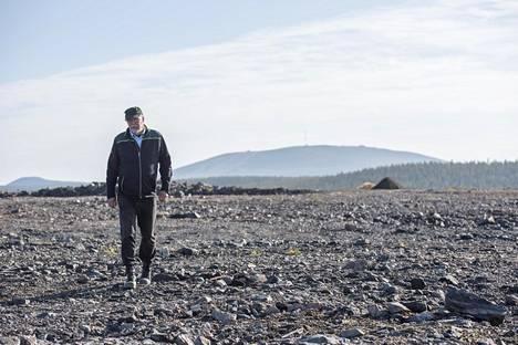 Päägeologi Jouko Pakarinen johtaa käynnissä olevaa koelouhintaa. Siitä saadaan lisätietoa muun muassa kaivoksen ympäristövaikutuksista.