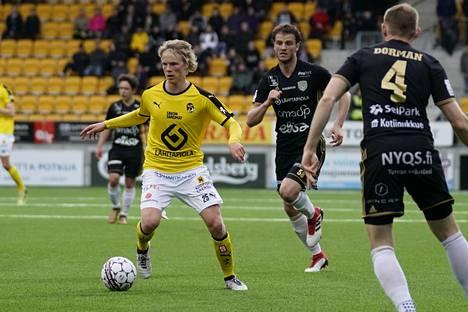Urho Nissilä (vas.) on tulevallakin kaudella Kuopion Palloseuran tärkeimpiä pelaajia ja yksi koko Veikkausliigan kirkkaimmista tähdistä.