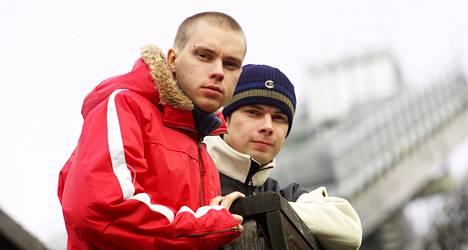 Veljekset Jussi ja Matti Hautamäki penäsivät kilpailuvirastolta ratkaisua sponsorikiistaan 2004.