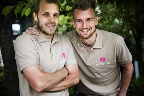 Maajoukkuepelaajat Teemu Pukki (vas.) ja Lukas Hradecky korostavat juniorityön tärkeyttä suomalaisen jalkapallon tulevaisuudelle.