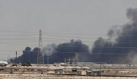 Aramcon öljynjalostamoon Saudi-Arabiassa osui lennokki-isku lauantaina.