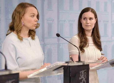 Valtiovarainministeri Katri Kulmuni (vas.) ja pääministeri Sanna Marin hallituksen tiedotustilaisuudessa neljännestä lisätalousarvioesityksestä tiistaina.