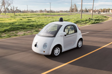 Trafi toivottaisi Googlen robottiautot tervetulleeksi Suomenkin teille. Googlen kehittämien robottiautojen huippunopeus on noin 40 kilometriä tunnissa, ja niihin mahtuu kaksi ihmistä.