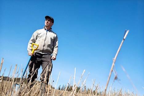 Viljelijä ja tutkija Tuomas Mattila on erikoistunut kehittämään hiilidioksidia sitovaa viljelyä tilallaan Lohjan Pusulassa.