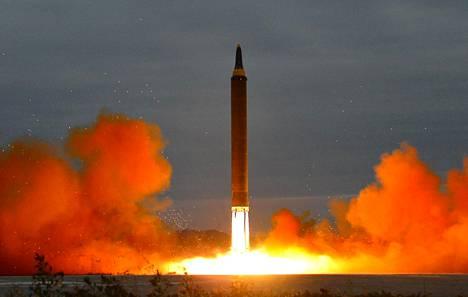 Pohjois-Korean virallinen uutistoimisto KCNA julkaisi 30. elokuuta päiväämättömiä kuvia ohjuskokeistaan.