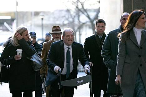 Harvey Weinstein saapumassa oikeuteen New Yorkissa helmikuussa 2020.