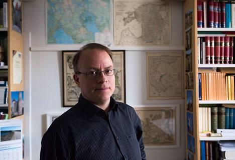 Riho Grünthal on Helsingin yliopiston itämerensuomalaisten kielten professori.