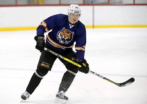 Amur Habarovskin Teemu Ramstedt harjoitteli jäällä maanantaina Helsingissä.