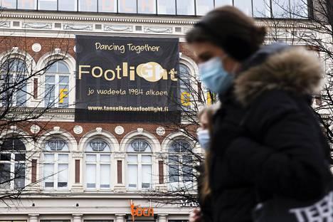 Tanssikoulu Footlight aikoo jatkaa toimintaansa tiukin osallistumisrajoituksin. Kuvassa koulun toimipiste Helsingissä osoitteessa Mannerheimintie 6.